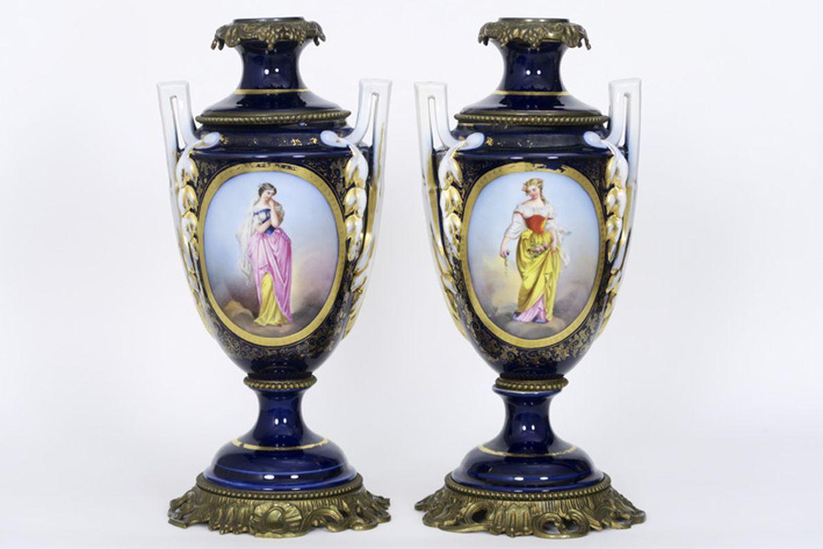 "Los 5 - Paar negentiende eeuwse vazen van petroleumlampen in ""Vieux Bayeux""-porselein - [...]"