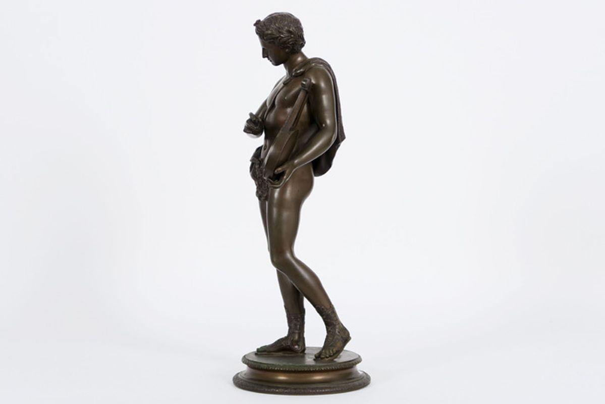 """Los 32 - DUCHEMIN JACQUES (18° EEUW) negentiende eeuwse sculptuur in brons : """"Jongeling met [...]"""