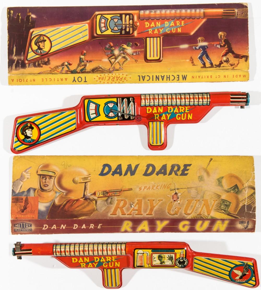 Lot 114 - Dan Dare Ray Gun (1951) Mettoy. With original box. Ray gun in bright fresh condition [fn]. The box