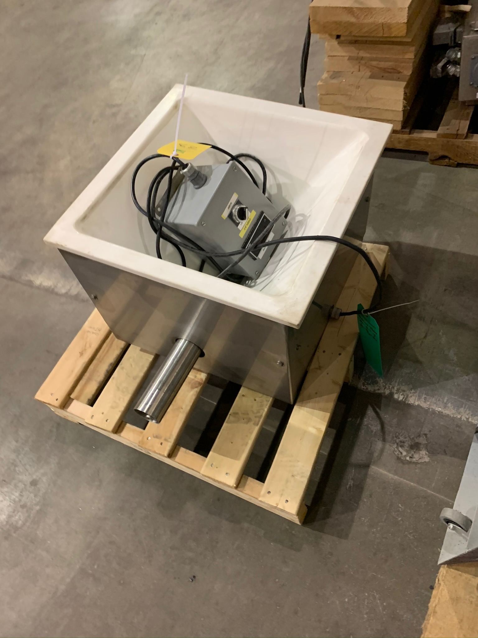 Feeder Box for Accutate Feeder (Rigging Fee - $50) - Image 2 of 3