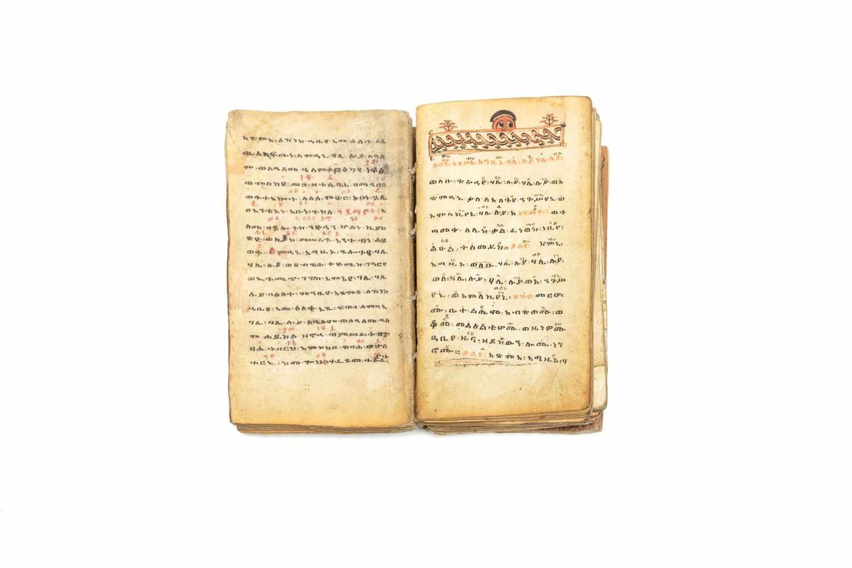 ÄTHIOPISCHE LITURGIEManuskript. [Äthiopien ca. 1916]. 8°. (15, 7 x 9, 3 cm.). 122 Bll. Mit 2 - Image 3 of 3