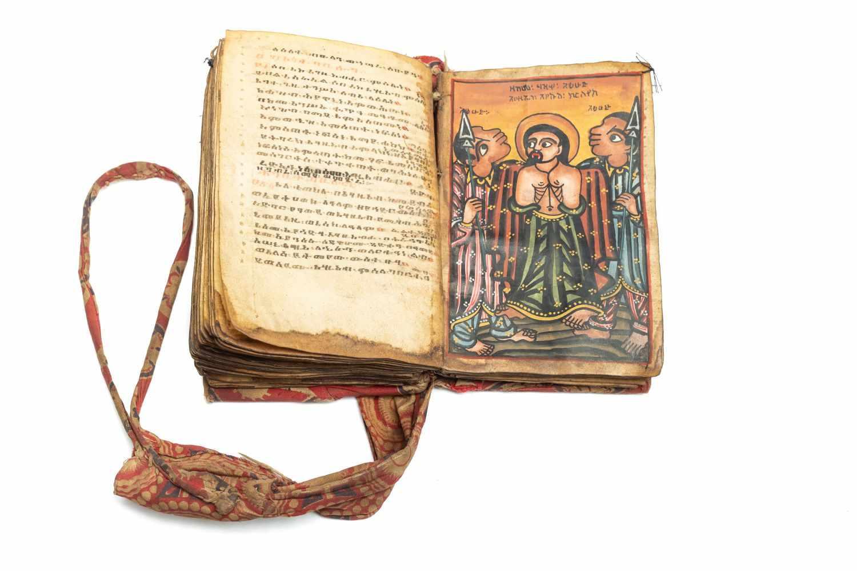 ÄTHIOPISCHE BIBELManuskript. [Äthiopien ca. 1820-30]. 8°. (14, 3 x 9, 8 cm.). 140 Bll. Mit 8 - Image 3 of 4