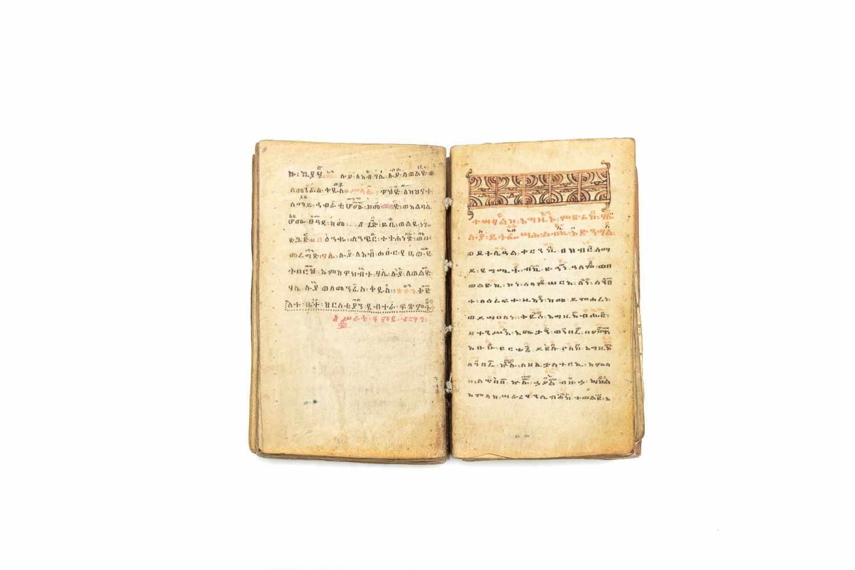 ÄTHIOPISCHE LITURGIEManuskript. [Äthiopien ca. 1916]. 8°. (15, 7 x 9, 3 cm.). 122 Bll. Mit 2 - Image 2 of 3