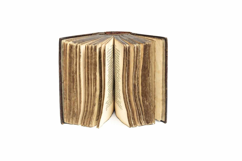 BIBLIA HEBRAICA - וכתובים נביאים תורה [Torah]. Amsterdam, Joseph Athias 1661. 8°. 1636 S. Mit ill. - Image 2 of 2