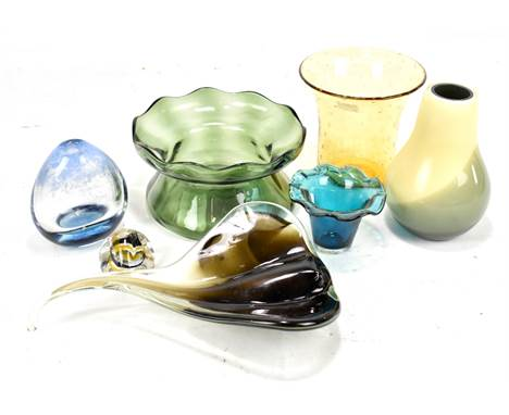 A collection of assorted art glass including Whitefriars amber coloured bubble vase, height 14.5cm, Mdina glass posy vase wit