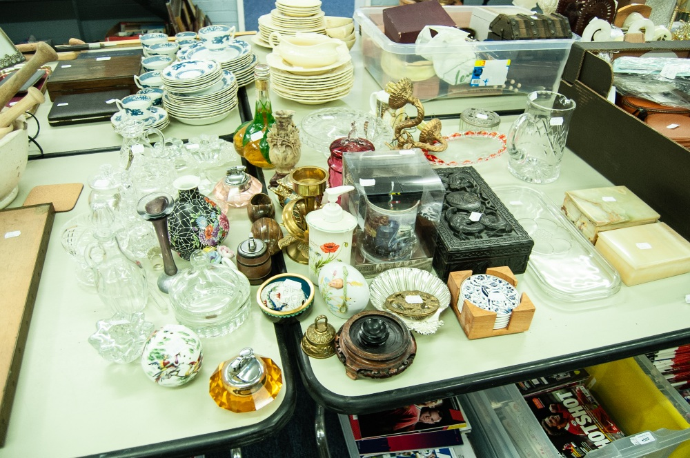 Lot 497 - MIXED LOT TO INCLUDE; GLASSES WARES, CERAMICS, CUT GLASS PRESERVE JAR, JUGS, CAKESTAND, TABLE