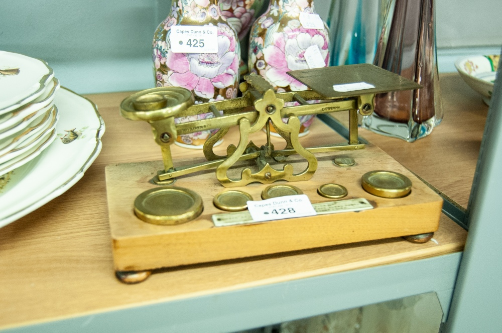 Lot 428 - A SET OF VICTORIAN LETTER SCALES WITH SIX BRASS WEIGHTS ON WOODEN PLINTH BASE, BEARING PLAQUE