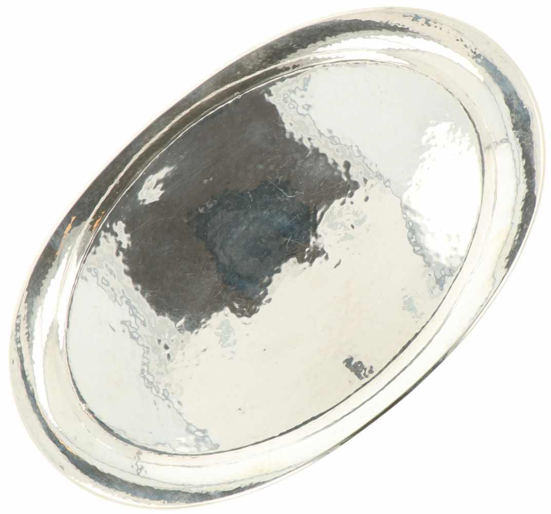 Dienblad zilver.Ovaal gehamerd model. Nederland, Steltman, 20e eeuw, Keurtekens: 830, Steltman, V