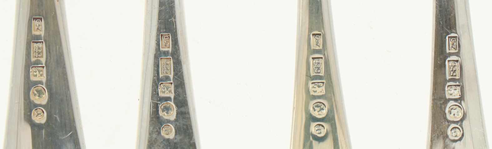 (14) Delige set zilver.Bestaande uit 6 koffielepels, 6 gebaksvorkjes, taartschep en suikerlepel. - Bild 3 aus 3