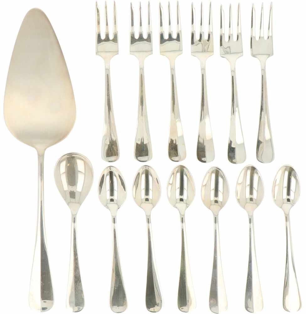 (14) Delige set zilver.Bestaande uit 6 koffielepels, 6 gebaksvorkjes, taartschep en suikerlepel.