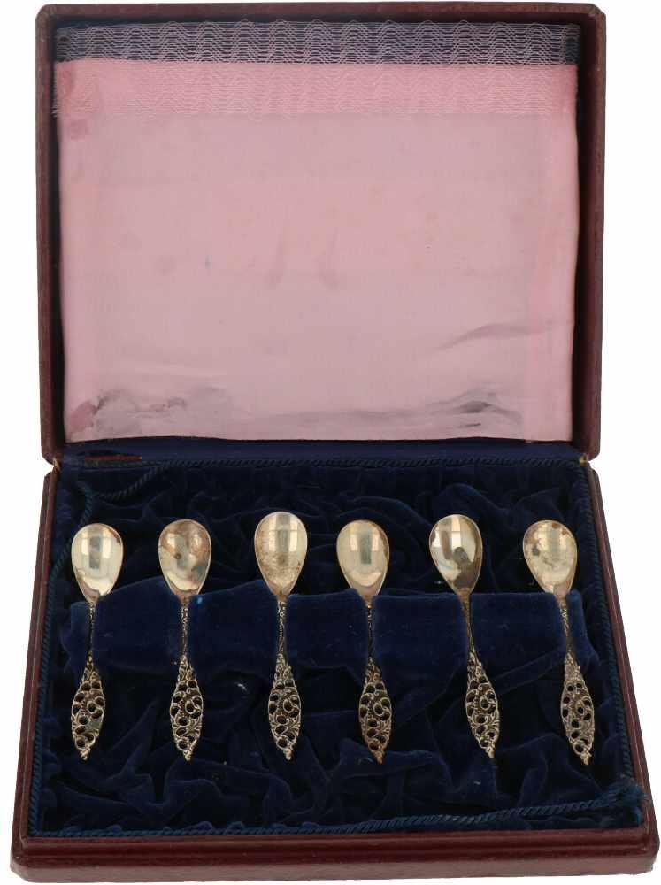 (6) Delige set mokkalepeltjes zilver.Uitgevoerd met gedeeltelijk opengewerkt handvat voorzien van