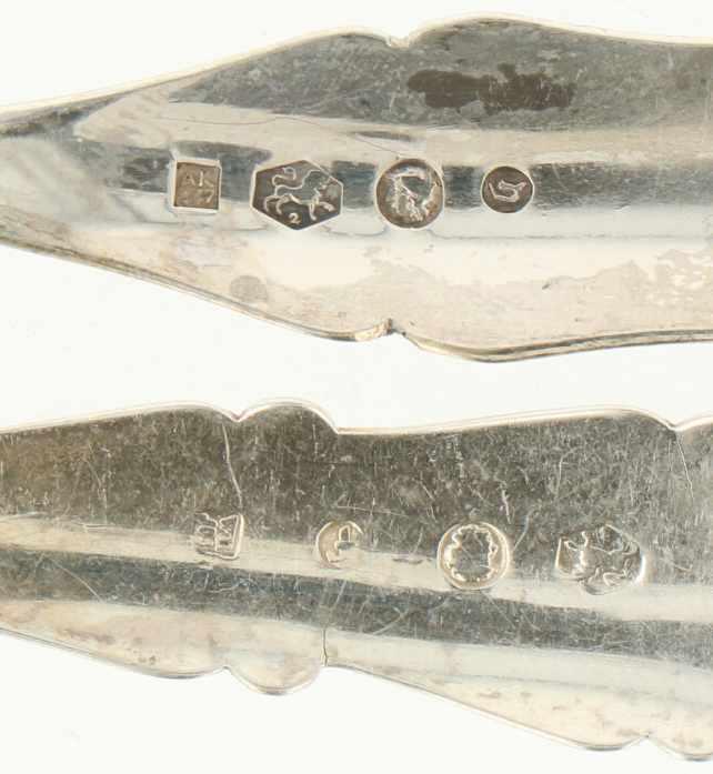 (4) Delig lot vleesvorkjes zilver.Uitgevoerd met gegraveerde versieringen. Nederland, 1865 / 1883, - Bild 3 aus 3