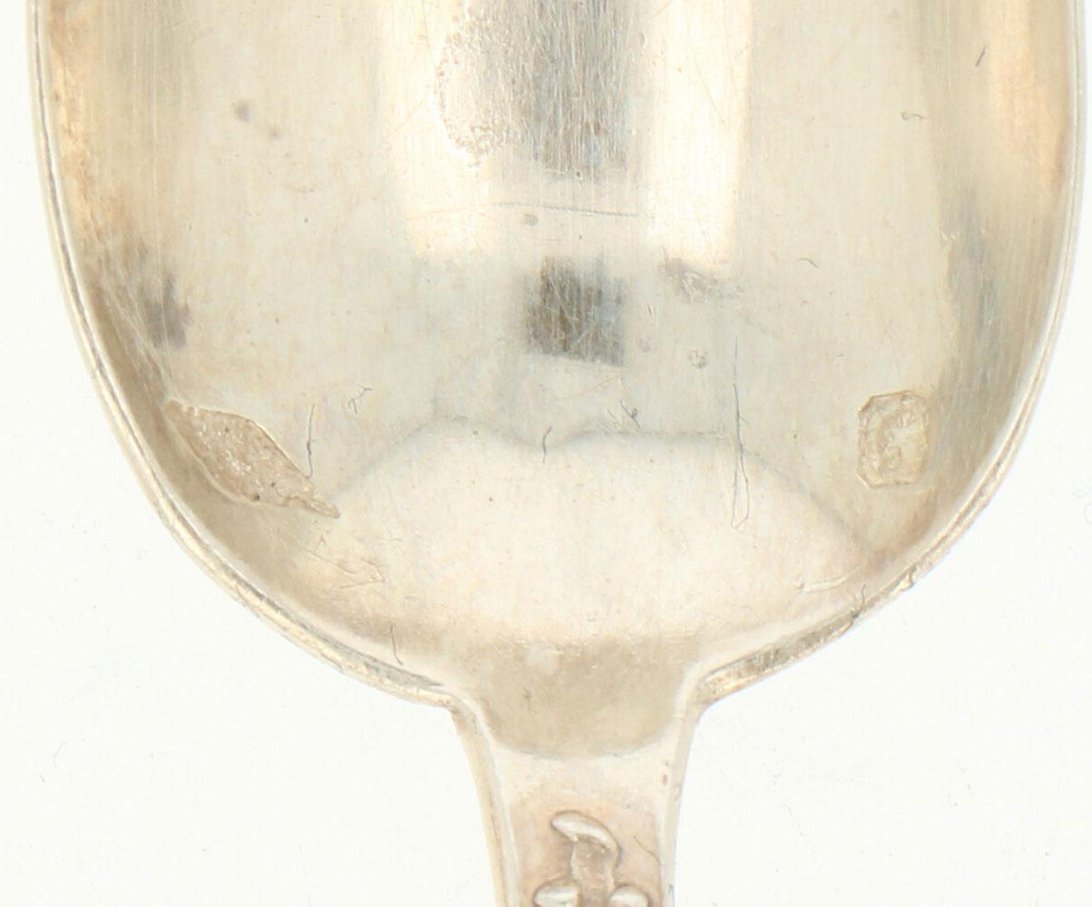 (6) Delige set dessert lepels zilver.Voorzien van gegoten Jugendstil florale versieringen. - Bild 3 aus 3