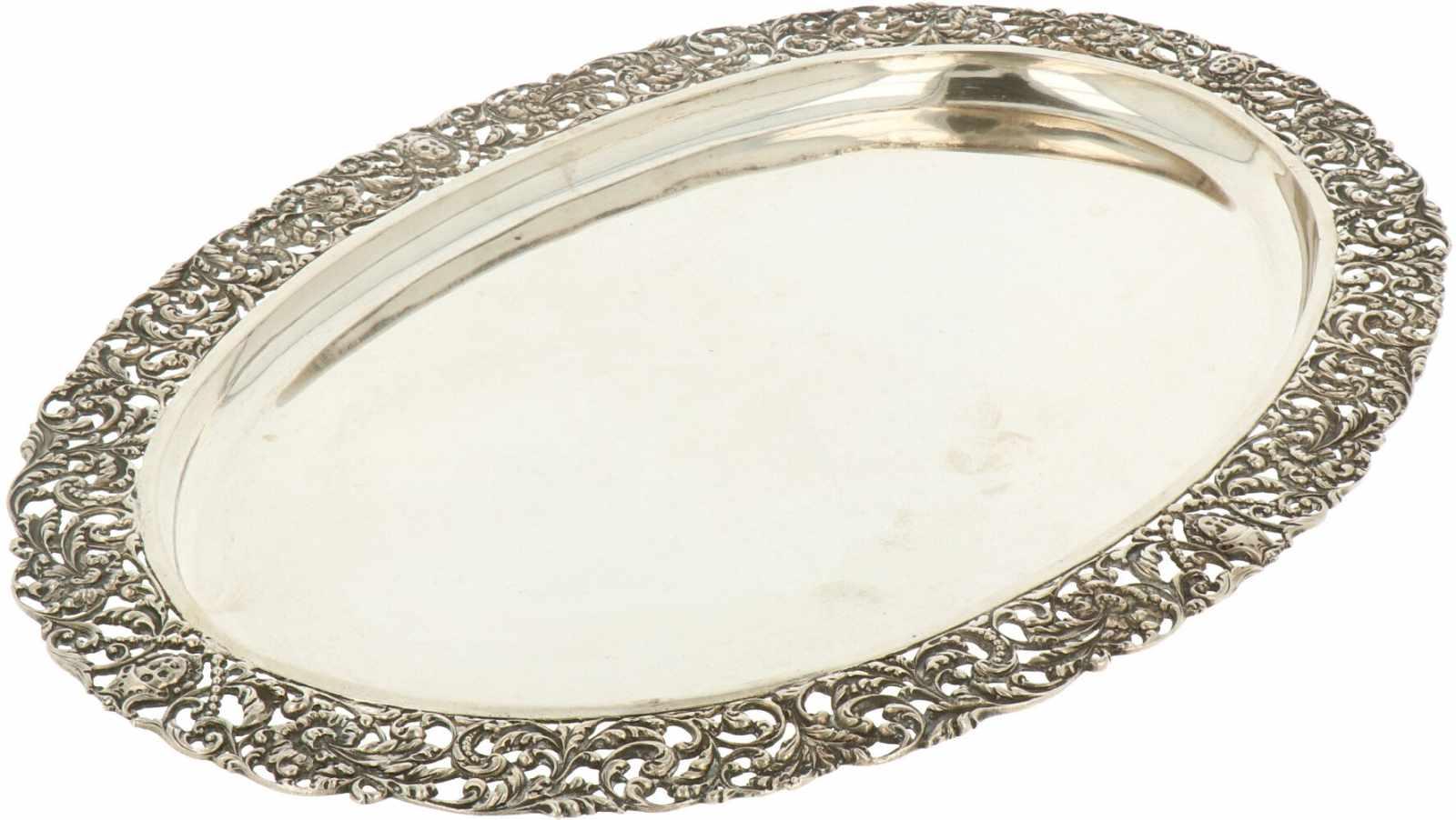 Dienblad zilver.Ovaal model met floraal versierde gegoten en deels opengewerkte sierrand. Nederland, - Bild 2 aus 5