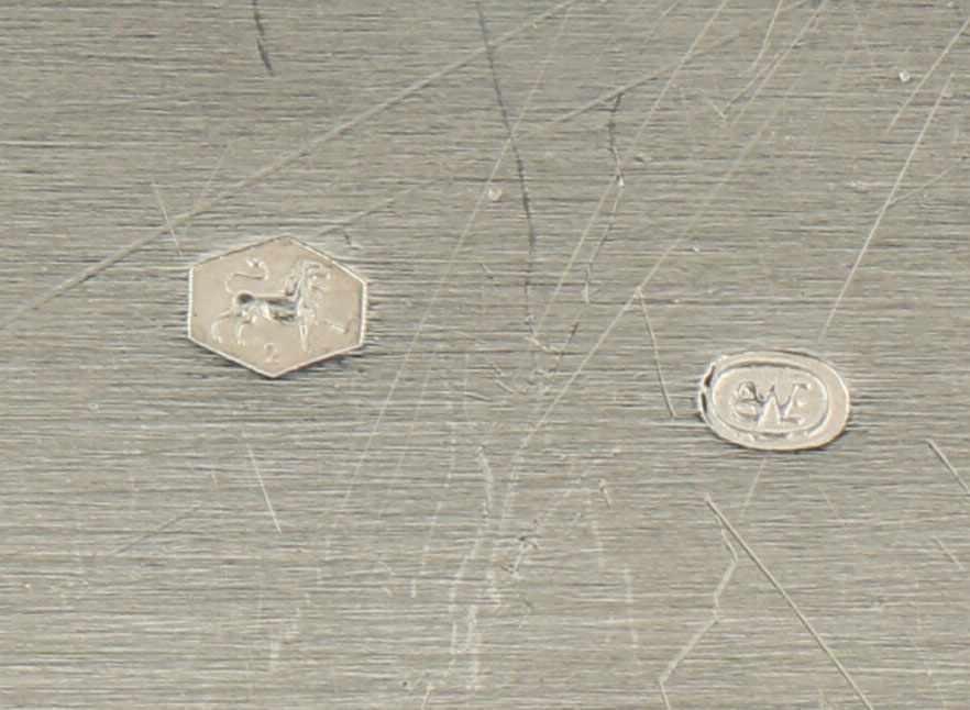 Dienblad zilver.Ovaal model met floraal versierde gegoten en deels opengewerkte sierrand. Nederland, - Bild 5 aus 5