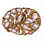 AN ART NOUVEAU PINK TOPAZ BROOCH in 14ct yellow gold, the oval body formed of vines and foliage, set