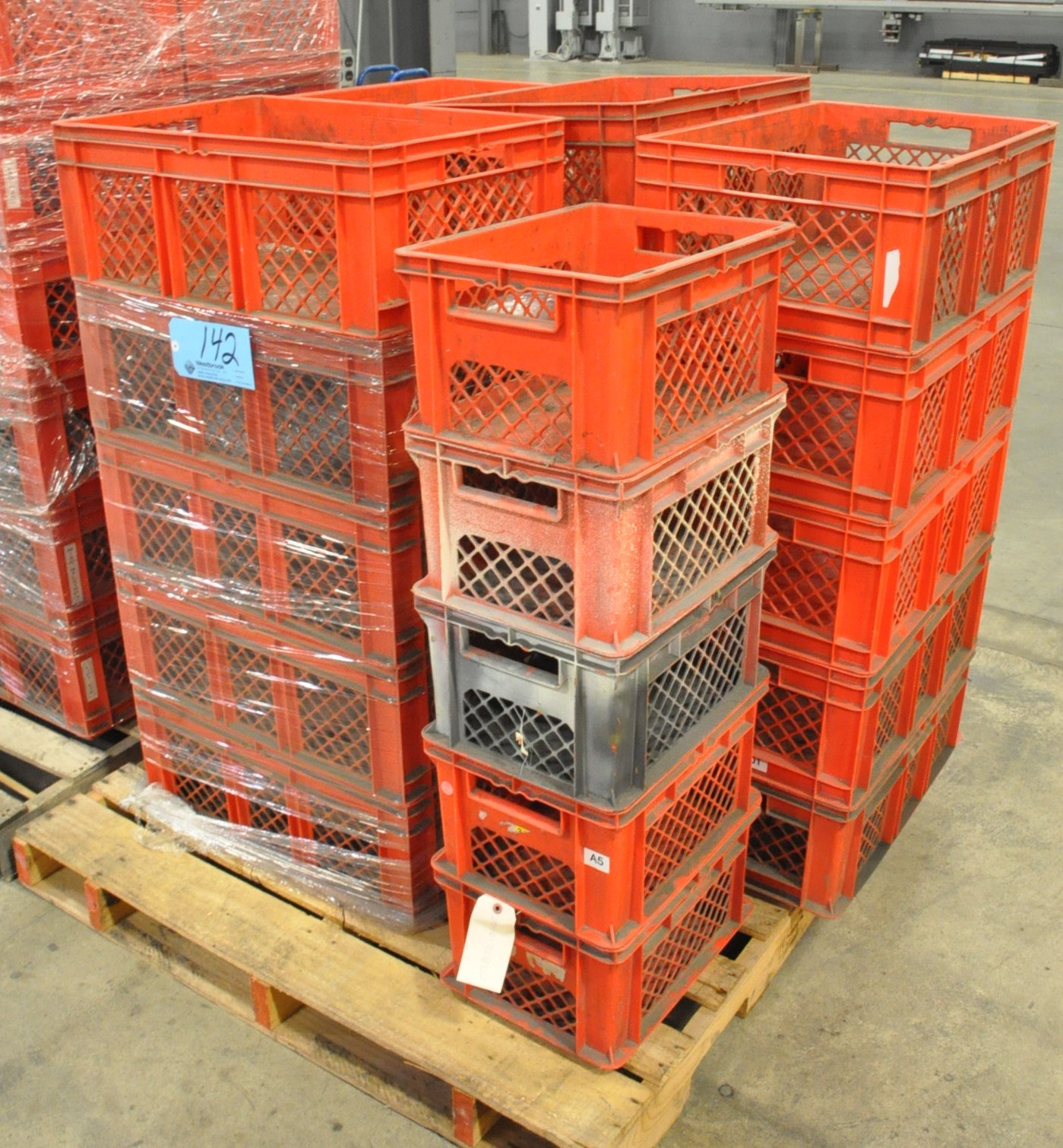 Lot-Plastic Crates on (1) Pallet