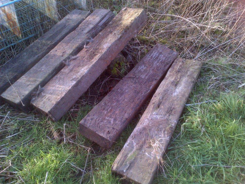Lot 2 - 5 half railway sleepers Stored near Langley,