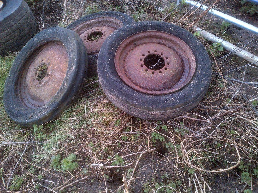 Lot 33 - Ferguson wheel rims (tyres bad) Stored near Langley,