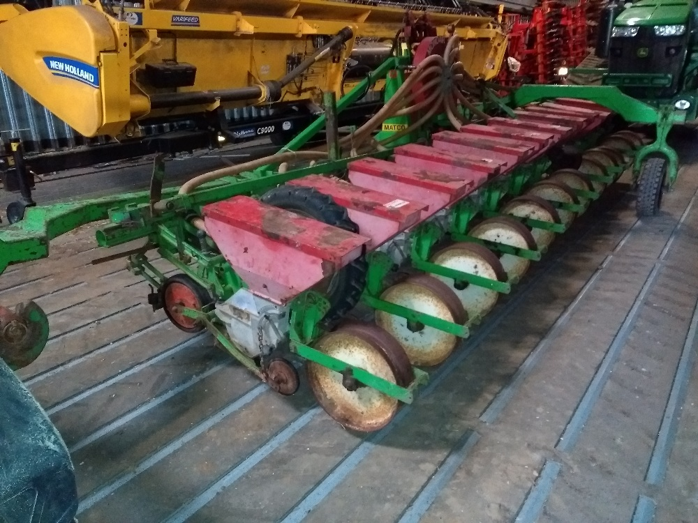Lot 45 - Monoair vaccum precision seeder, 12 row, previously used on sugarbeet, maize and beans, end tow,