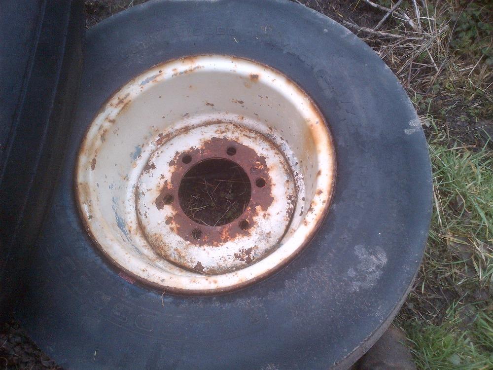 Lot 32 - 2 odd trailer wheels, 8 stud aircraft tyre, 6 stud 13.