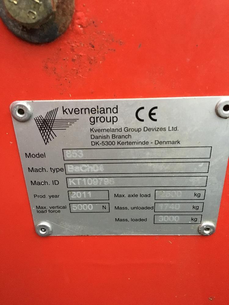 Lot 44 - 2011 Kverneland 853 multipurpose bedder / feeder, electric swivel chute,