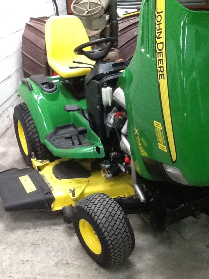 Lot 42 - John Deere X740 Ultimate Ride on Lawn Mower, 2007, Serial No: MOX740B020571, 3 cylinder diesel,