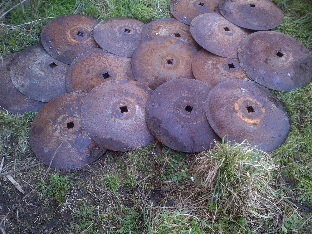 Lot 6 - 16 Disc harrow discs Stored near Langley,