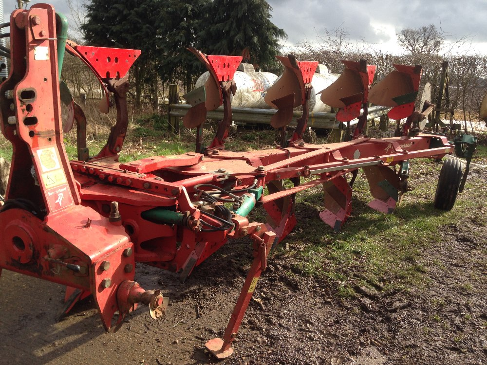 Lot 43 - 5 Furrow Kverneland plough, model number LB-85-300-5-HD, 2004. New turn over valve fitted 2018.