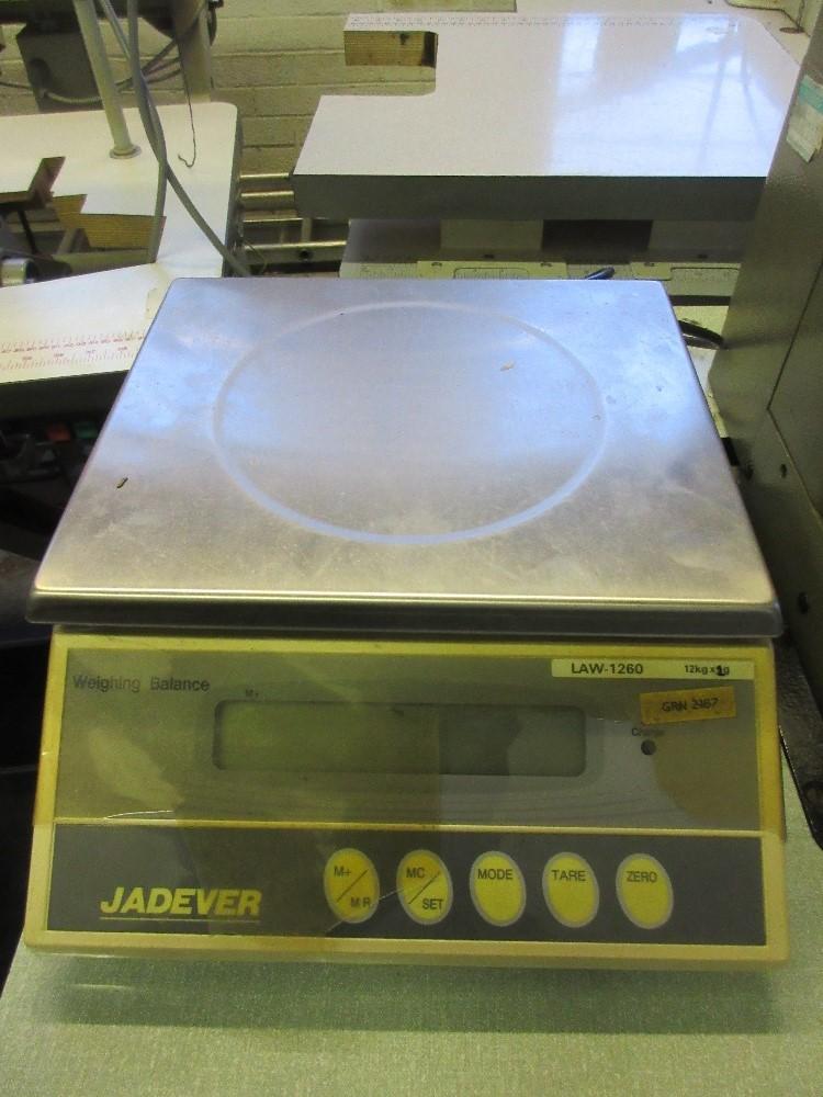 Lot 14 - Jadever Law - 1260 benchtop digital scales, capacity 12kg x 2g