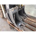 BOBCAT EXCAVATOR BUCKETS TO FIT 30MM PINS (4 OF) 8'' DIGGING, 1' DIGGING & 31'' GRADING (YEAR