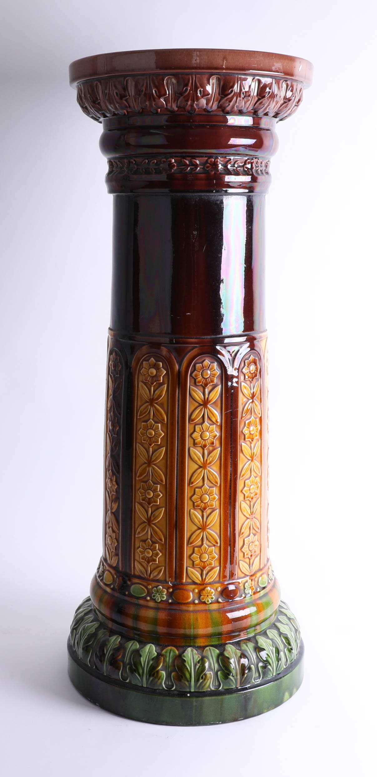 A Victorian jardinière pedestal (impressed marks).