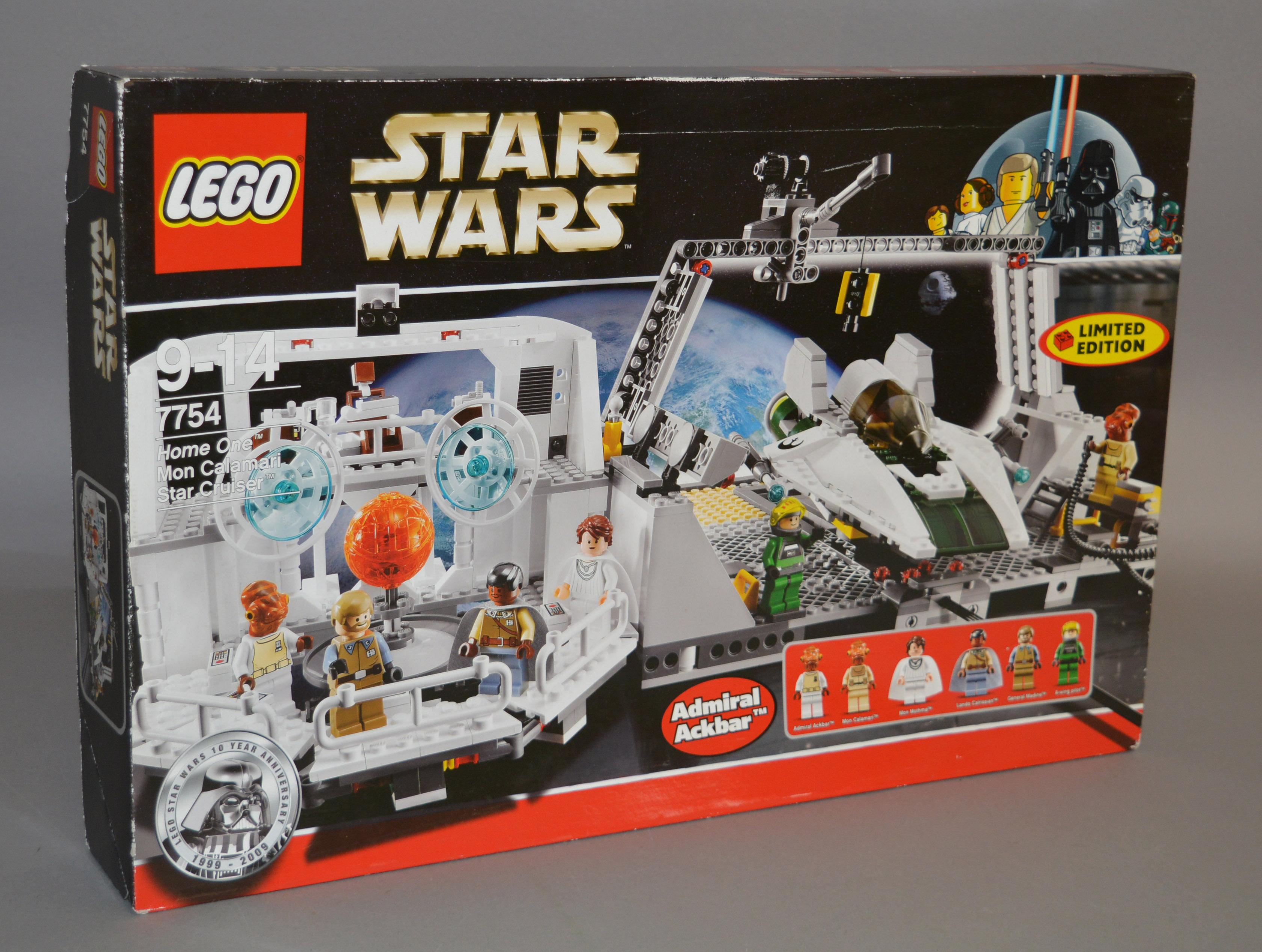 Lot 19 - Lego Star Wars 7754 'Home One Mon Calamari Star Cruiser',