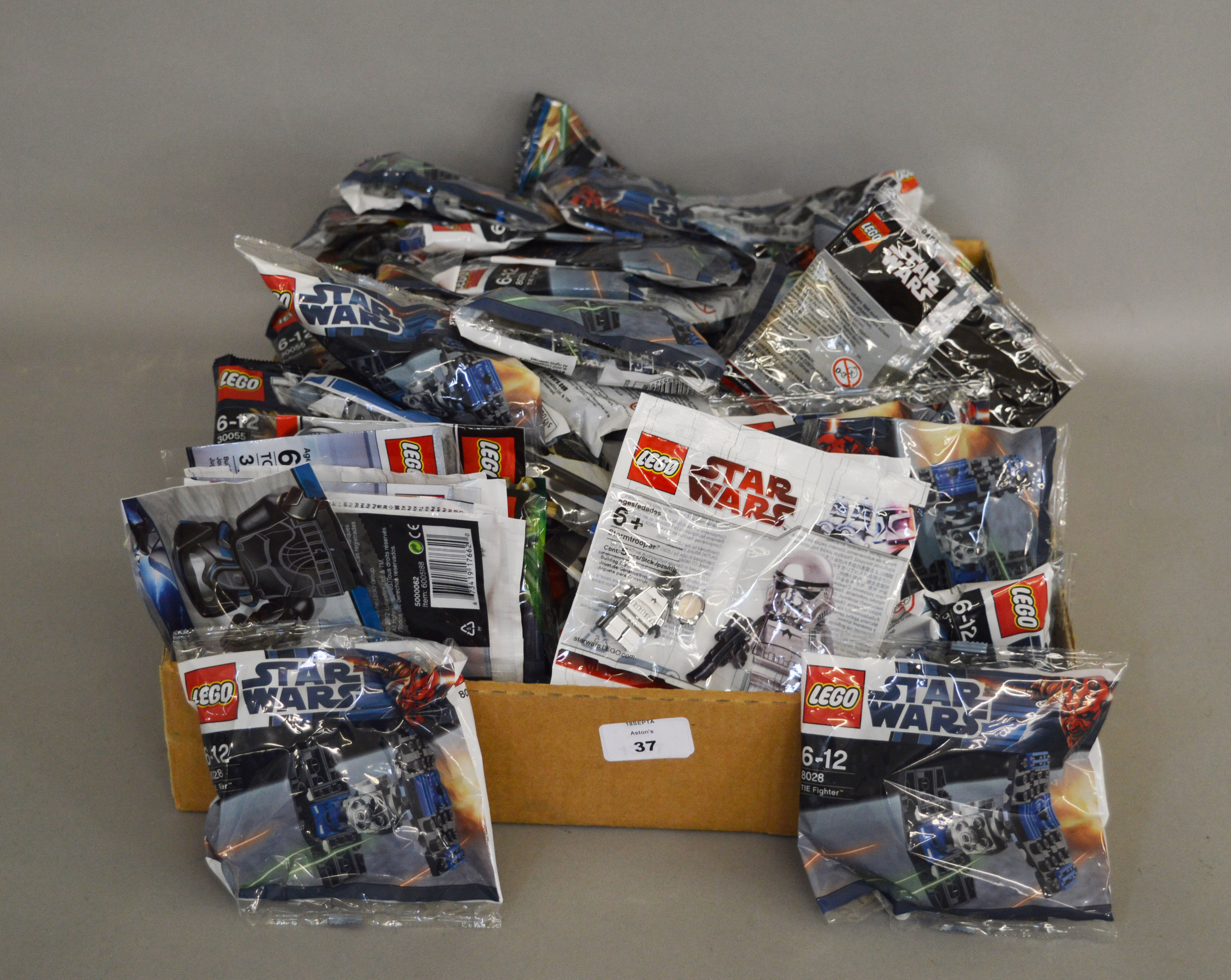 Lot 37 - 143 x Lego Star Wars mini sets, all sealed in bags.