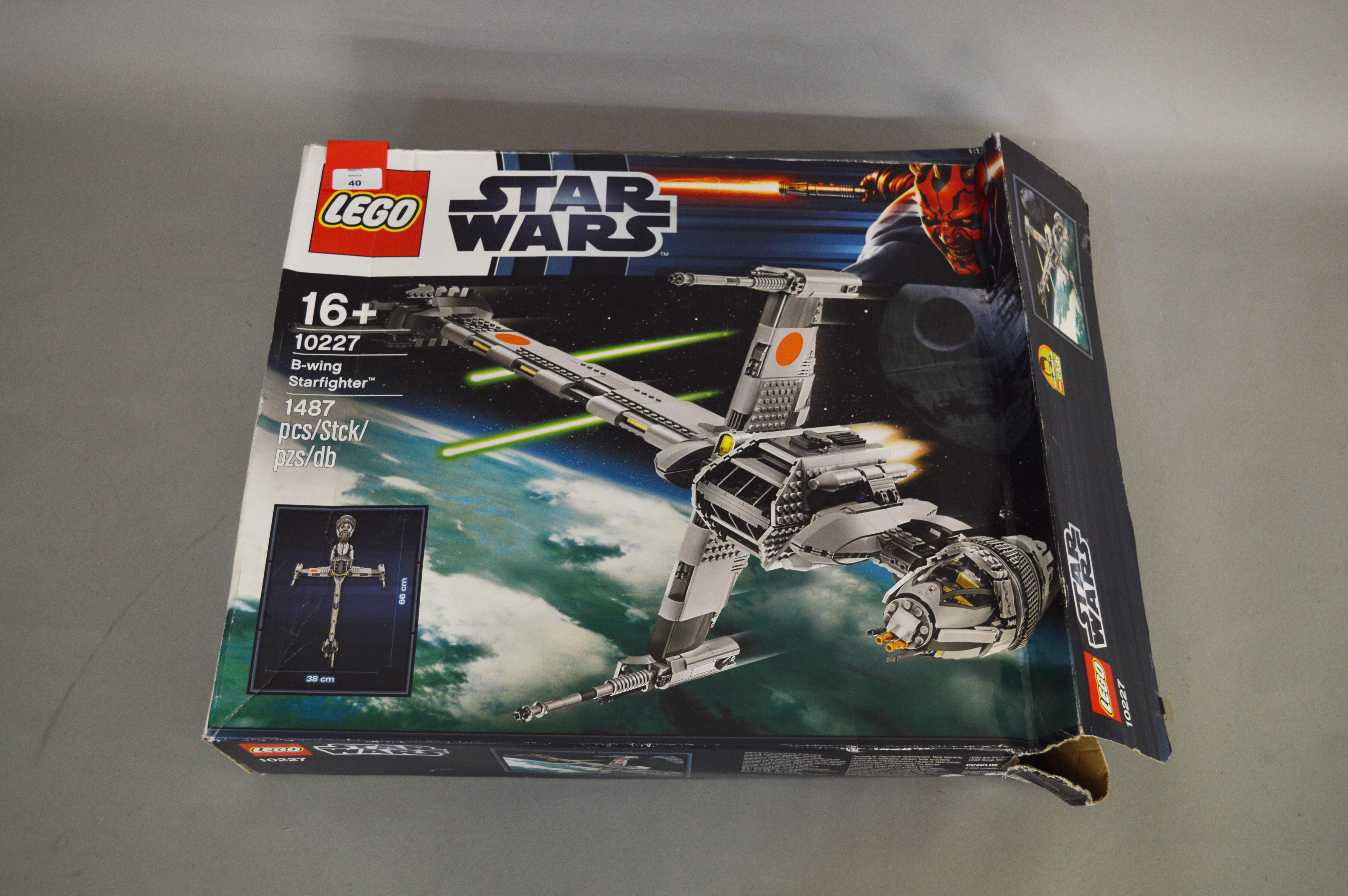 Lot 40 - Lego Star Wars 10227 B-wing Starfighter.