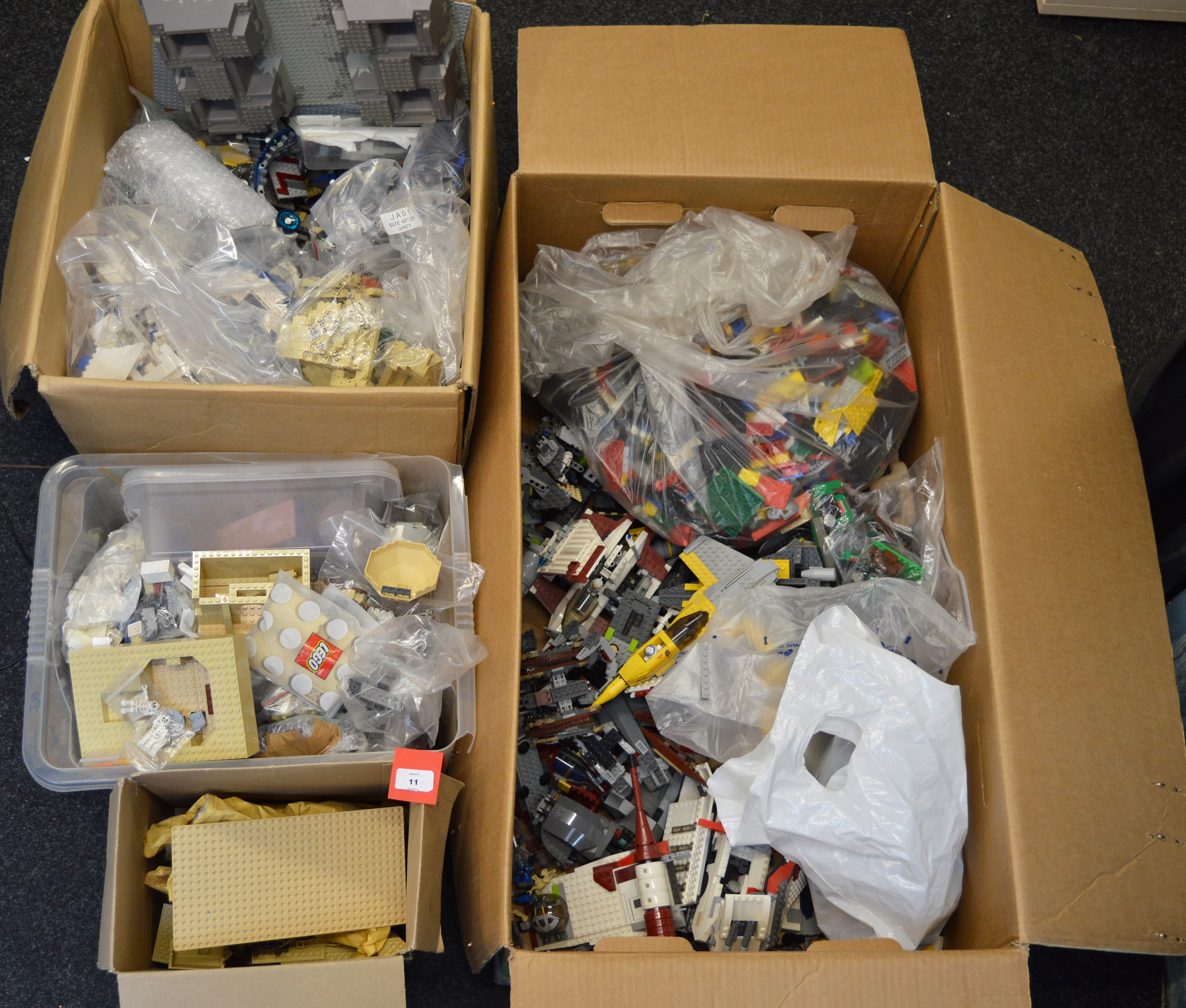 Lot 11 - An excellent quantity of Lego Star Wars, some part built models and some loose pieces.