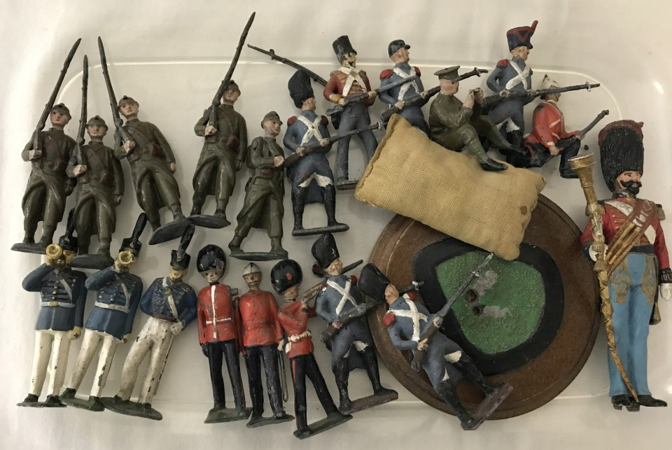 Lot 14 - A collection of lead soldiers to include Britains.