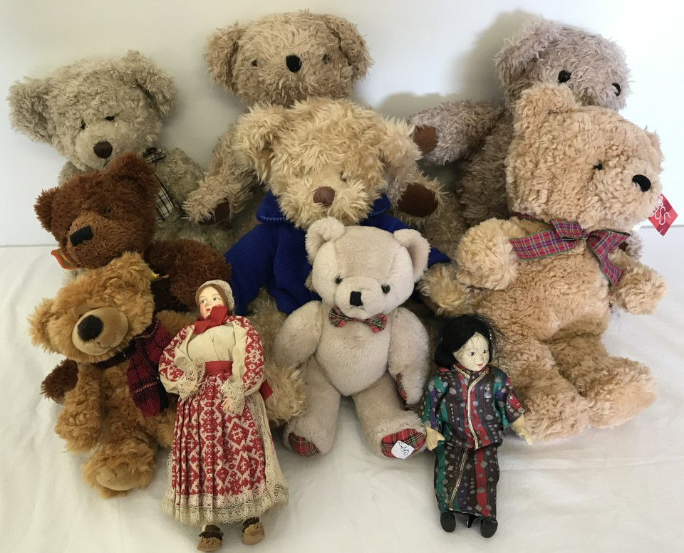 Lot 132 - 8 collectable Teddy Bears and 2 dolls.