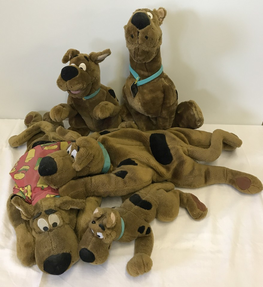 Lot 131 - A collection of soft toy Scooby Doo's.
