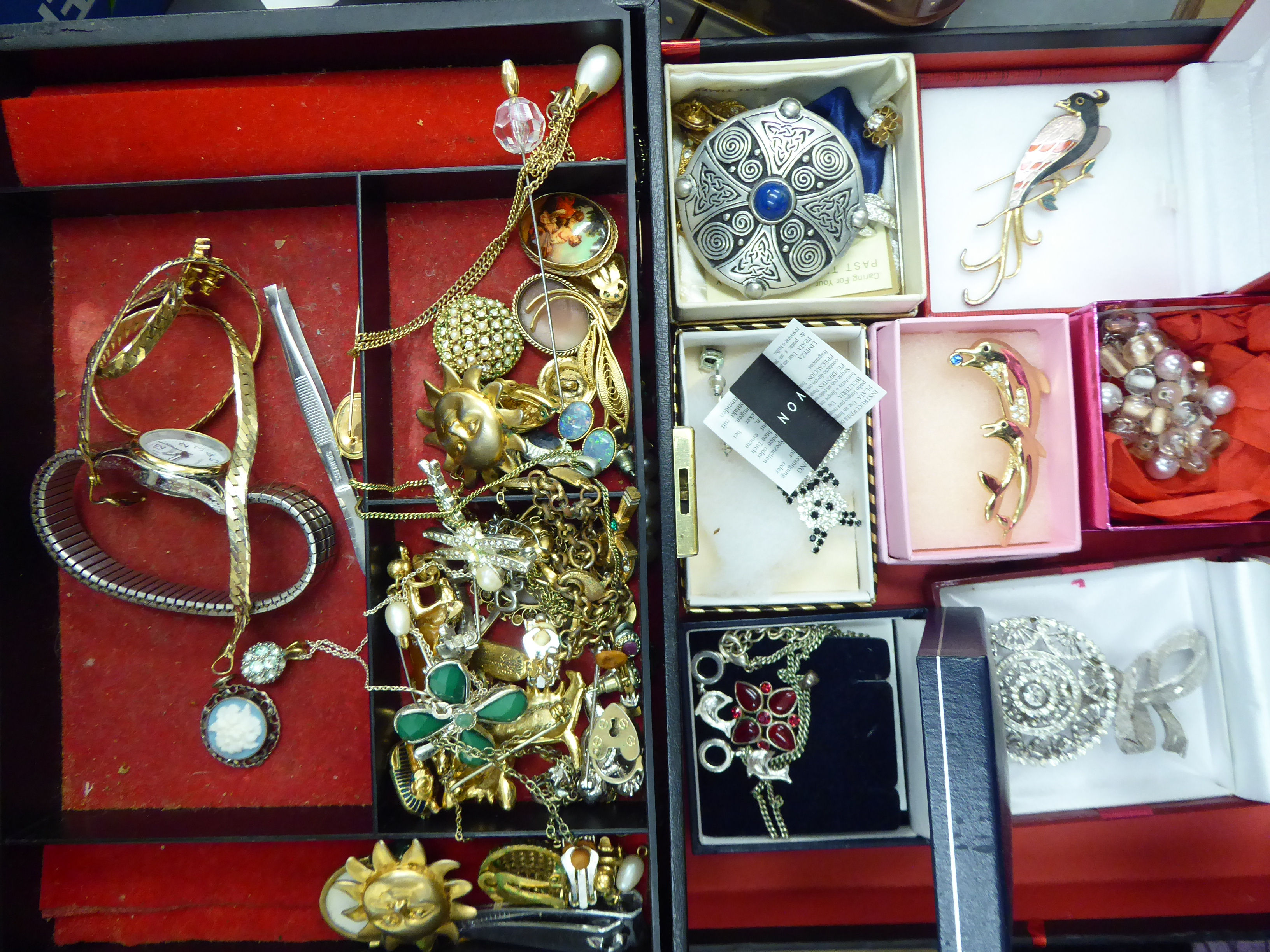 Lot 38 - A collection of costume jewellery: to include earrings, necklaces,