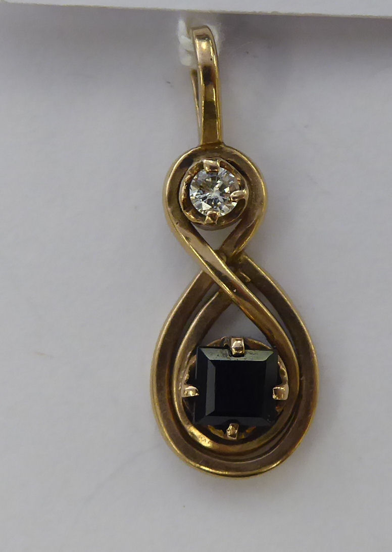 Lot 31 - A 9ct gold pendant,