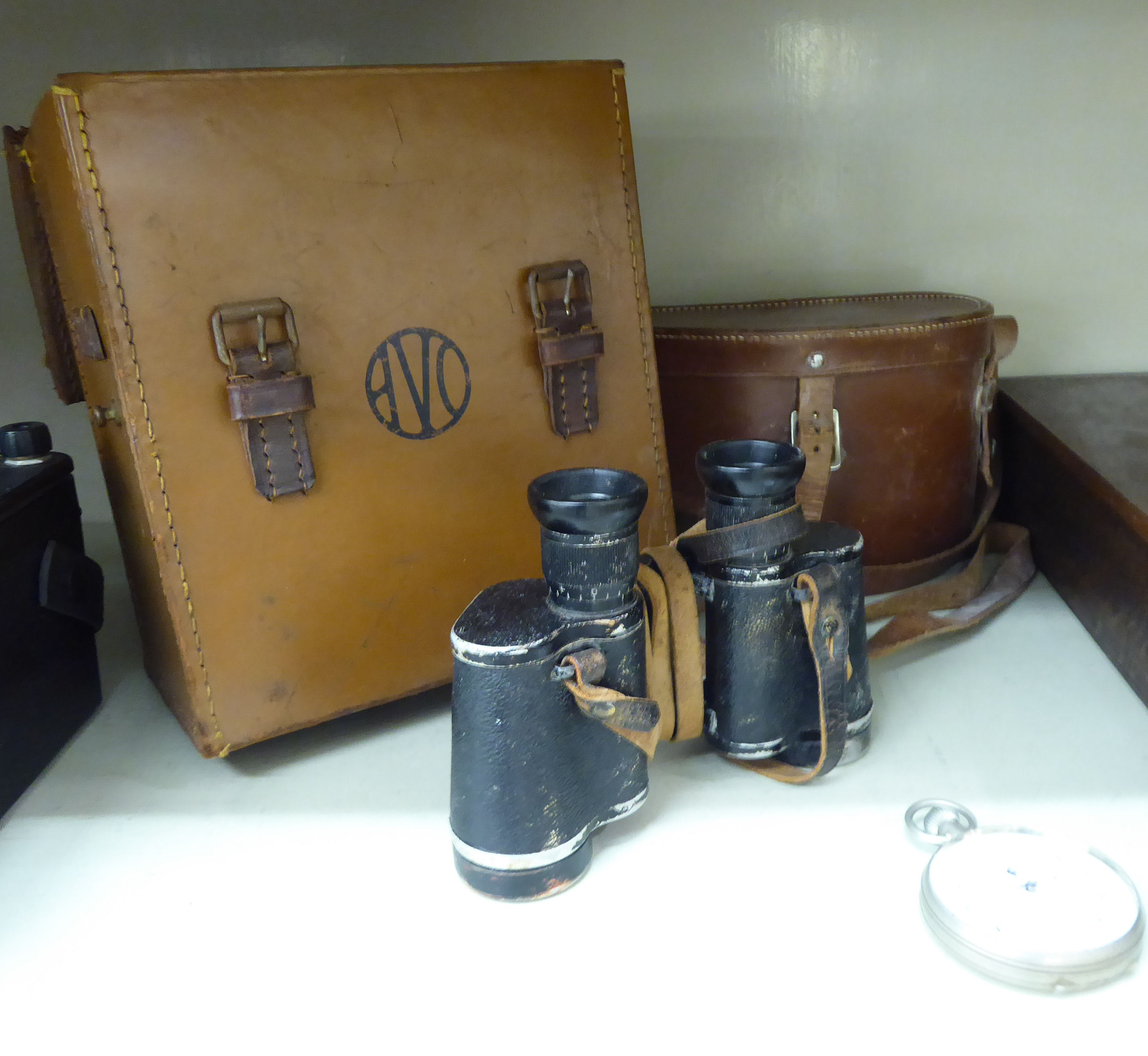 Lot 56 - A mixed lot: to include an Avonmeter 8, in a stitched hide carrying case; and assorted cutlery,