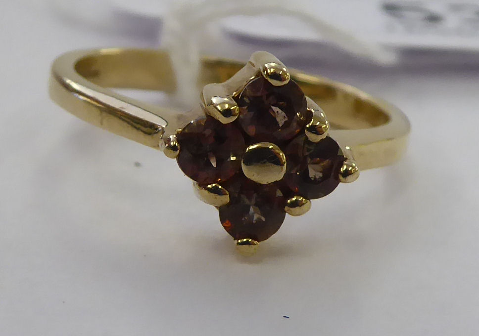 Lot 53 - A 9ct gold citrine set ring 11