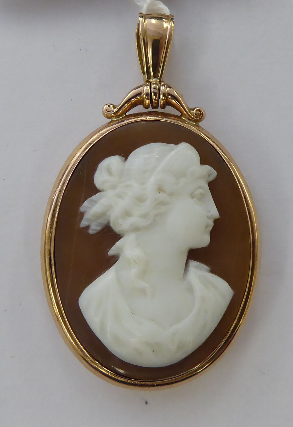 Lot 48 - An 'antique' 9ct gold and cameo set pendant,