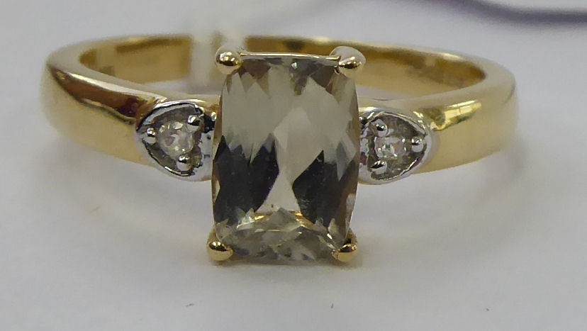 Lot 15 - A 9ct gold claw set citrine ring 11