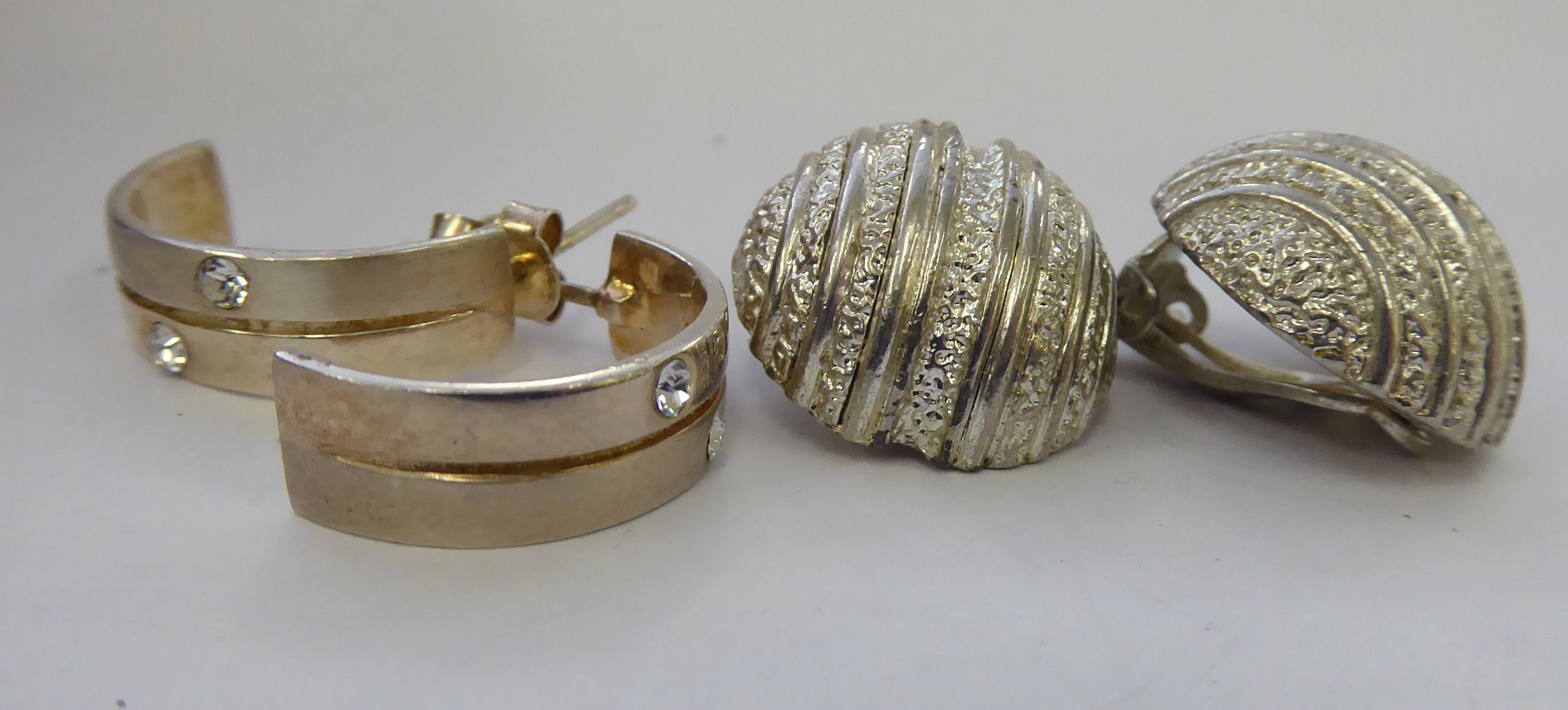 Lot 58 - Two dissimilar pairs of silver earrings 11