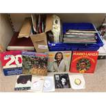 A LARGE COLLECTION OF VINTAGE VINYL RECORDS