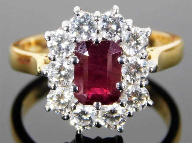 Lot 354 - An 18ct gold ring set with 1.33ct of Burma ruby &