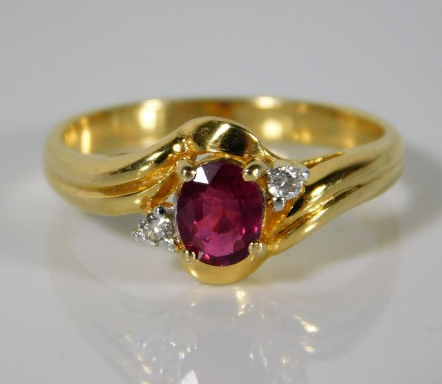 Lot 335 - A 14ct gold ring set with diamond & ruby 2.7g size