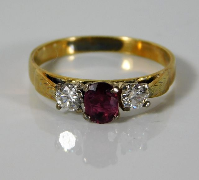 Lot 322 - An 18ct gold ring set with 0.31ct diamond & 0.45ct ruby 2.5g size N